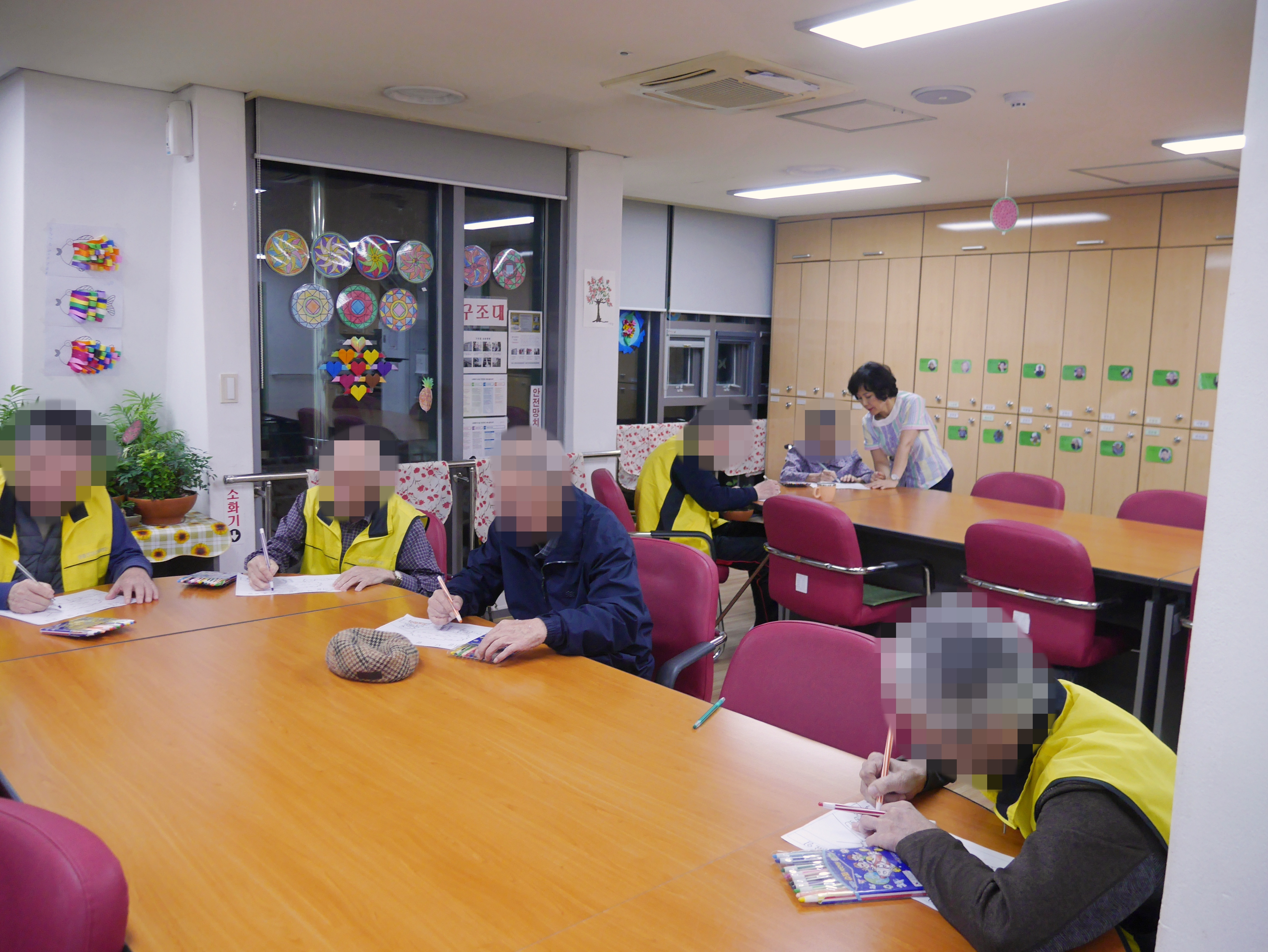 주야간보호센터 10월 야간 프로그램 사진입니다.